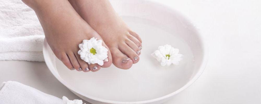 冬季每天坚持泡脚的好处 冬季泡脚要注意什么 冬季泡脚对身体的益处