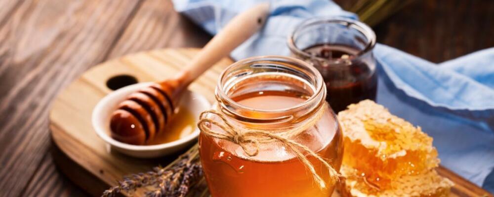 男人喝蜂蜜水有哪些好处 蜂蜜水要怎么喝 喝蜂蜜水要注意哪些