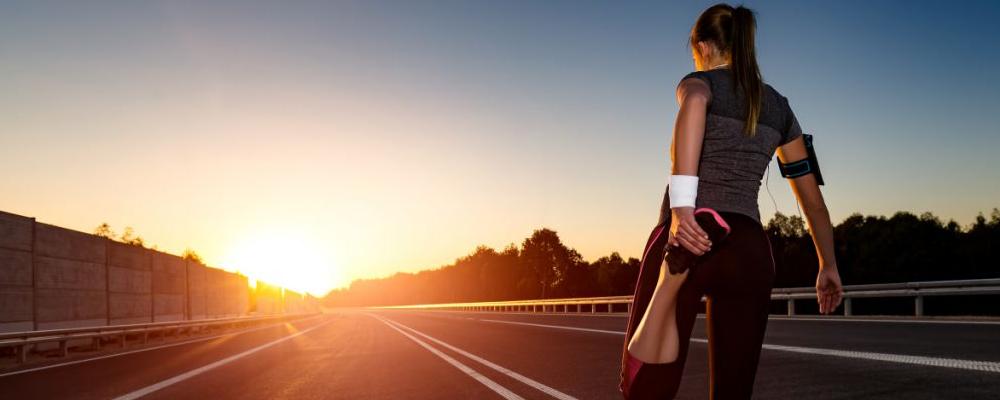 晚上跑步好吗 夜跑最佳时间是几点 夜跑和晨跑哪个比较好