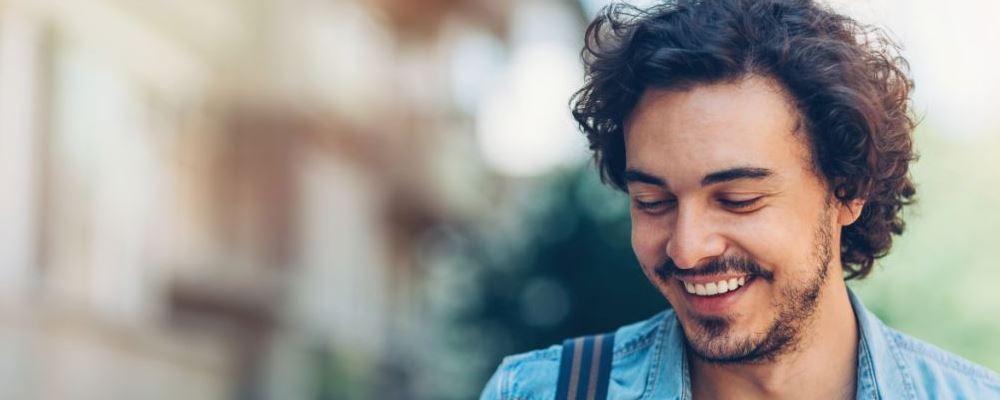 男性口臭的常见原因有哪些 如何预防口臭 男性口臭的原因