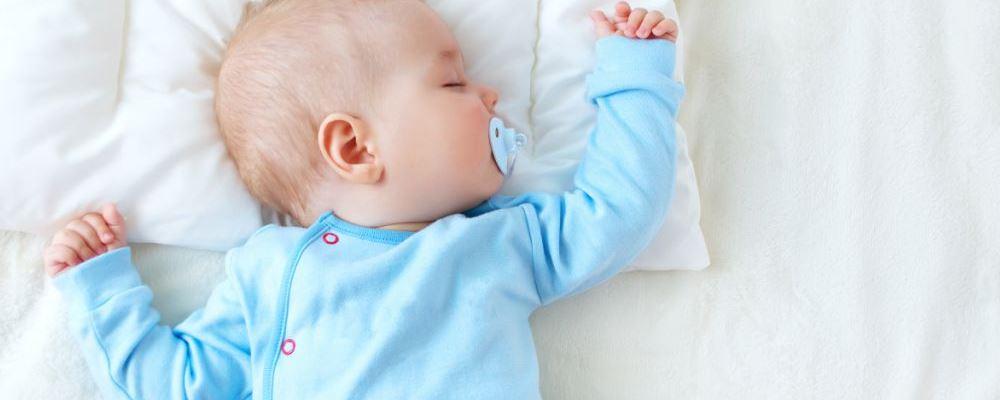 如何照顾新生儿 照顾新生儿的注意事项 照顾新生儿要注意什么