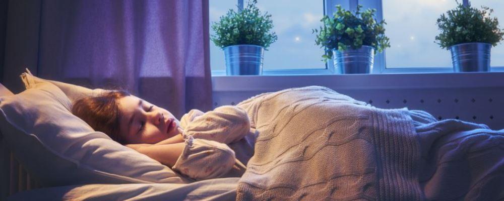 孩子睡觉为什么会一惊一乍 孩子睡觉一惊一乍的原因 孩子睡觉一惊一乍怎么办