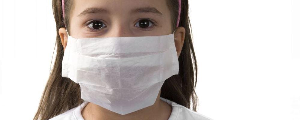 如何辨别真假口罩 合格口罩可吸附大量纸屑 口罩怎么查真假