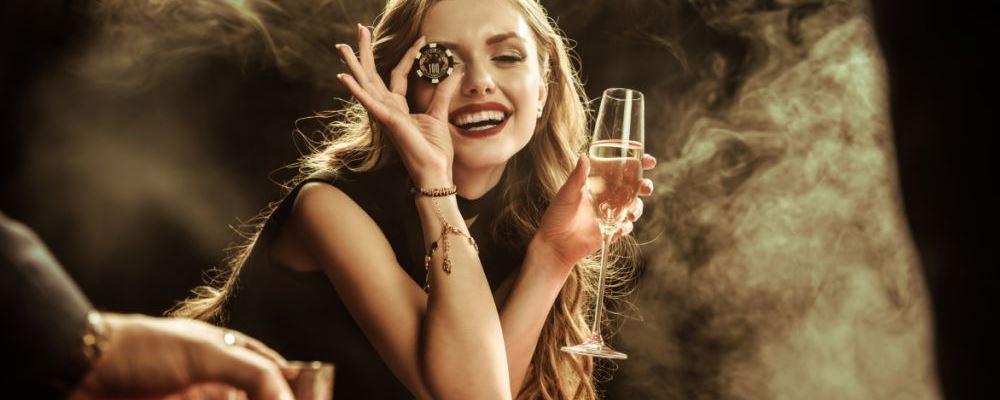 女人总是喝酒有什么危害 女性常喝酒的影响 女人吃什么食物能养生