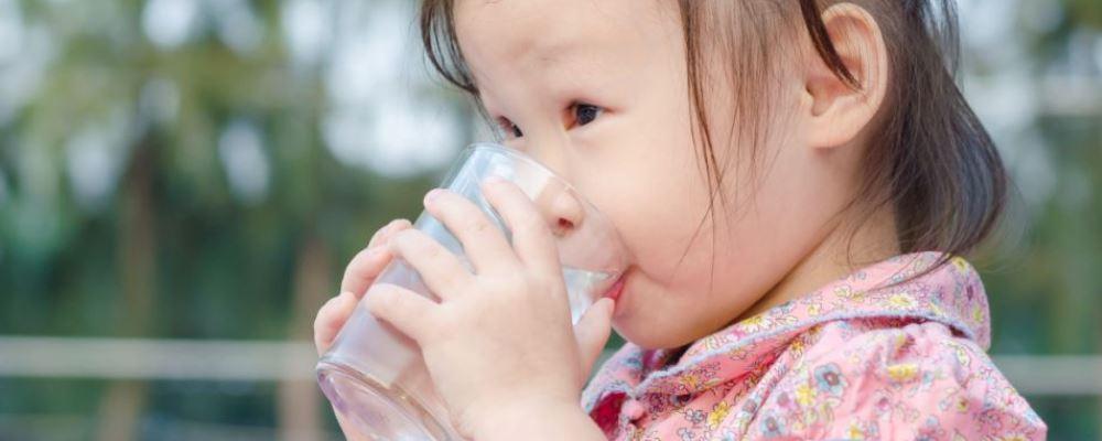 每天应该喝多少水 每天喝多少水好 喝水的重要性