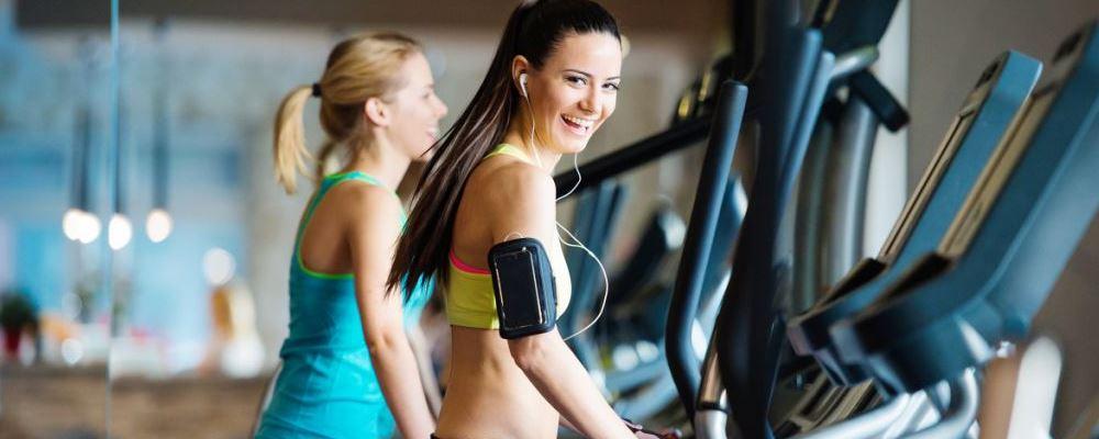 女性多锻炼对她们的健康有好处。只有正确锻炼,他们才能健康而不衰老。