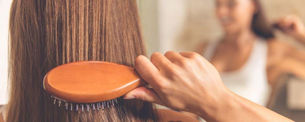 夏天头发油是什么原因 夏天头发油怎么办 头发油用什么洗发水