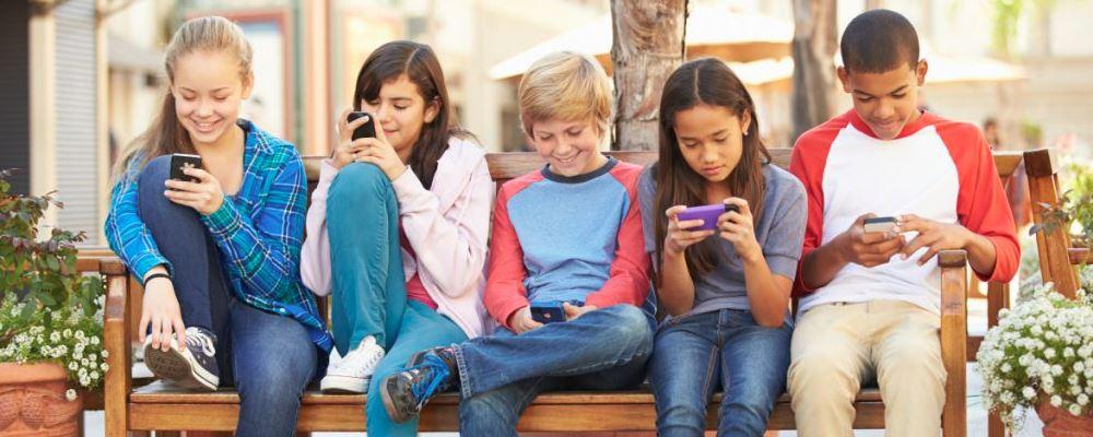 怎样防止孩子沉迷手机 如何防止孩子沉迷手机 孩子沉迷手机怎么办
