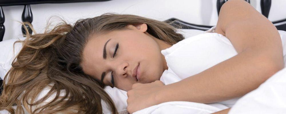 为什么女人总做噩梦 做噩梦提示着哪些身体疾病 睡姿不对会导致做噩梦吗