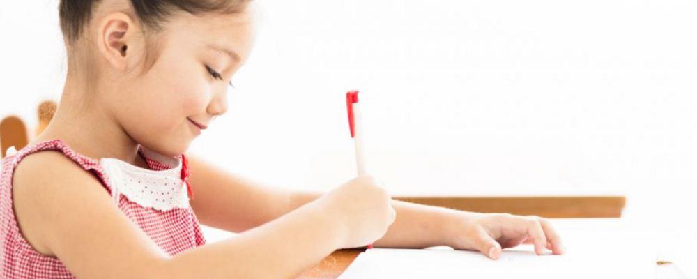 孩子做作业会有哪些麻烦事 辅导孩子做作业应该注意哪些问题 孩子拖沓家长怎么解决