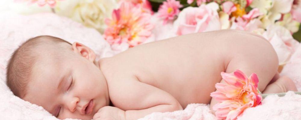 为什么孩子晚上不好好睡觉 睡前兴奋会让孩子睡不着吗 吃的太饱会不会让宝宝睡不着