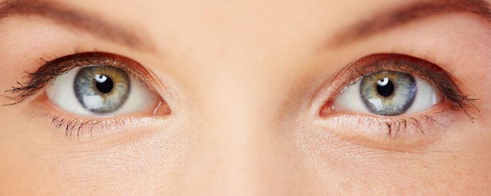 女人割双眼皮的坏处 女人如何保养眼部 割双眼皮会眼睑肿吗