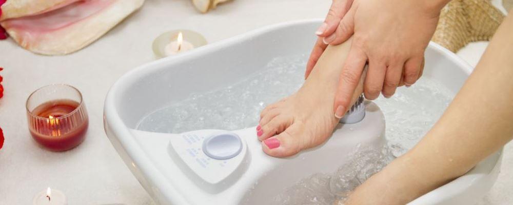 冬季该如何保暖抗寒 哪些食物热量高 睡前泡热水脚有什么好处