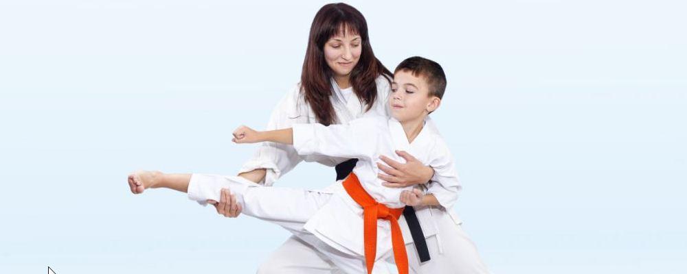 孩子胆子特别小怎么办 家长怎样帮助胆子小的孩子 怎样培养孩子开朗的性格