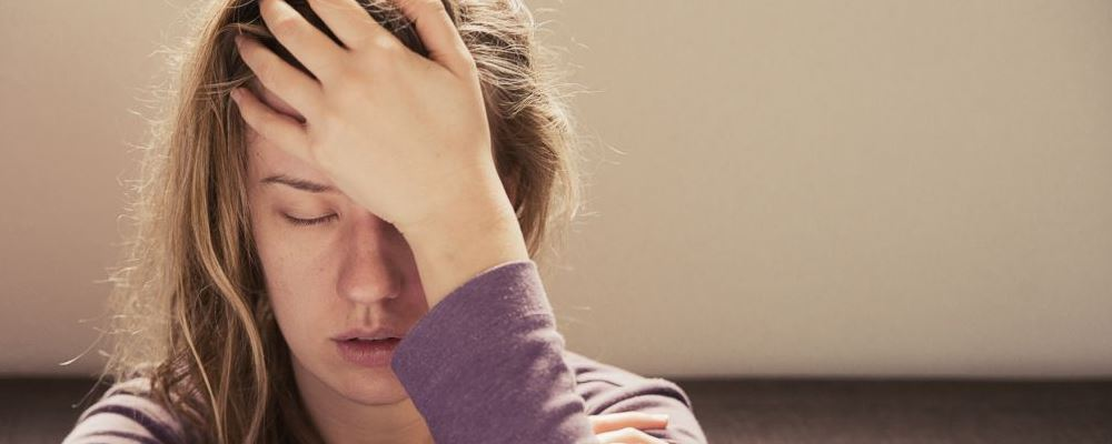 年轻人很健忘是什么原因 年纪轻轻健忘是怎么回事 怎么提高记忆力