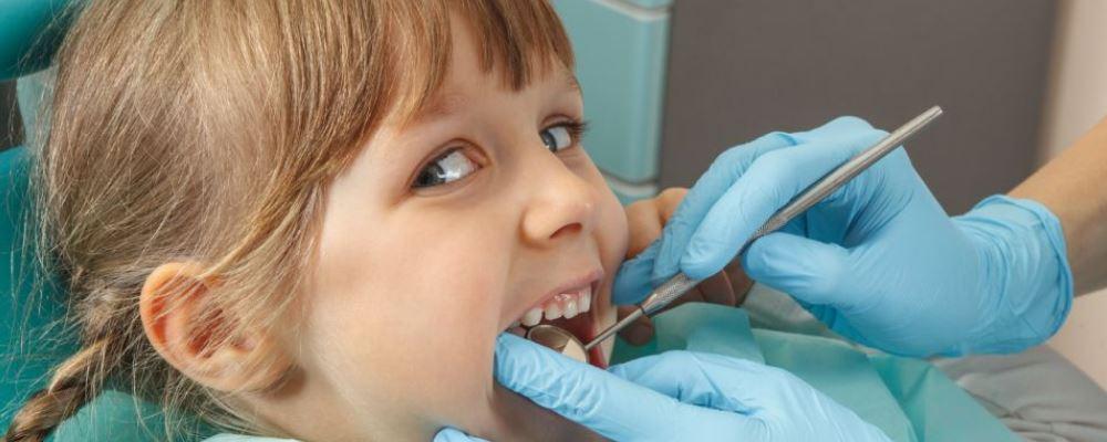 小孩什么时候整牙最好 小孩整牙齿最佳年龄是什么时候 小孩过早整牙有什么危害