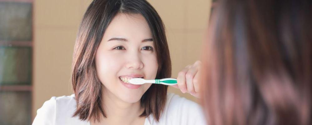 顺产多久可以洗澡刷牙 顺产后什么时候可以洗澡刷牙 顺产后多久可以刷牙