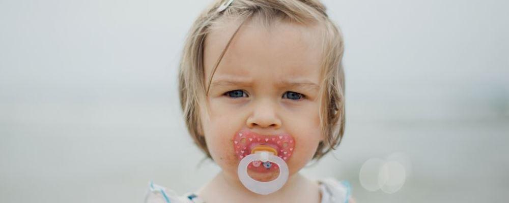 安抚奶嘴的大小长短怎么买 如何挑选安抚奶嘴的尺寸 如何正确选购安抚奶嘴