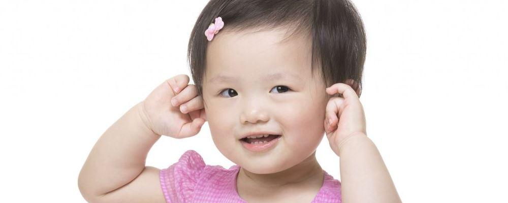 宝宝为什么总揪头发 宝宝为什么总揪耳朵 宝宝经常抠耳朵的原因是是什么