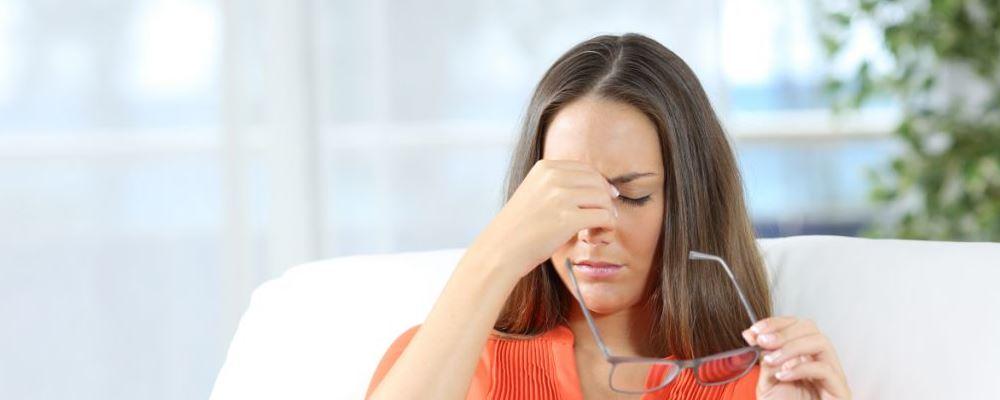 黑眼圈明显是生病了吗 黑眼圈是哪些疾病导致的 鼻炎会引起黑眼圈吗