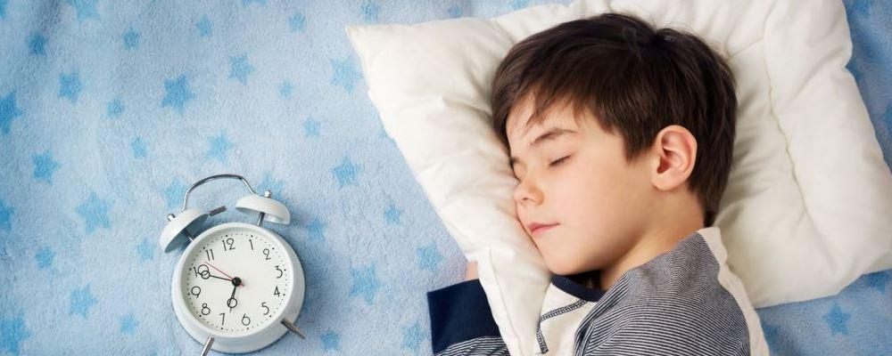 如何改善宝宝的睡眠质量呢 孩子睡不好怎么办 婴儿睡不好会产生什么不良影响呢