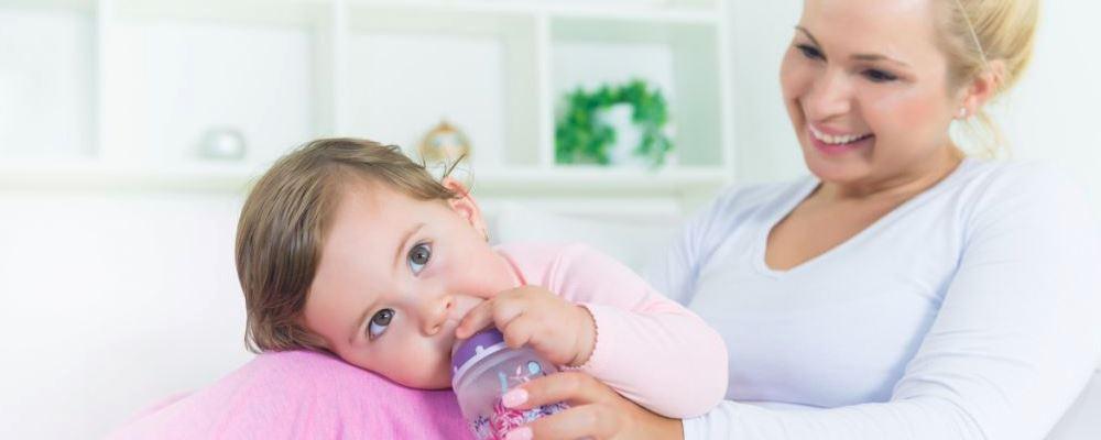 宝宝对牛奶蛋白过敏主要有什么表现 牛奶蛋白过的症状 宝宝对牛奶蛋白过敏怎么办