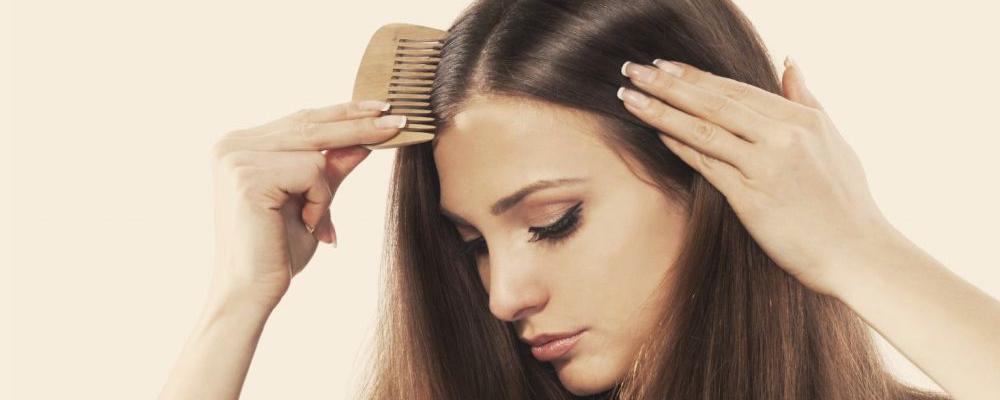 女人经常掉发是什么原因 女人经常掉发怎么回事 女人经常掉发原因