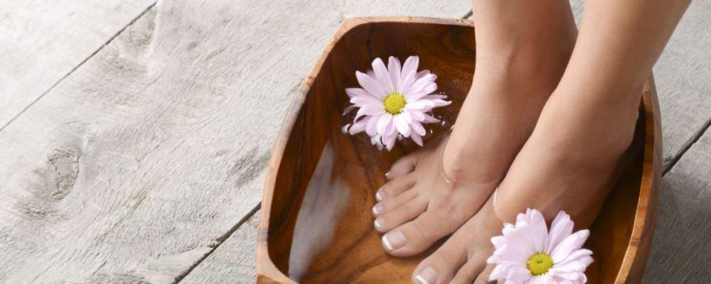 错误的护肤习惯有哪些 哪些习惯对皮肤有好处 泡脚对皮肤有什么好处