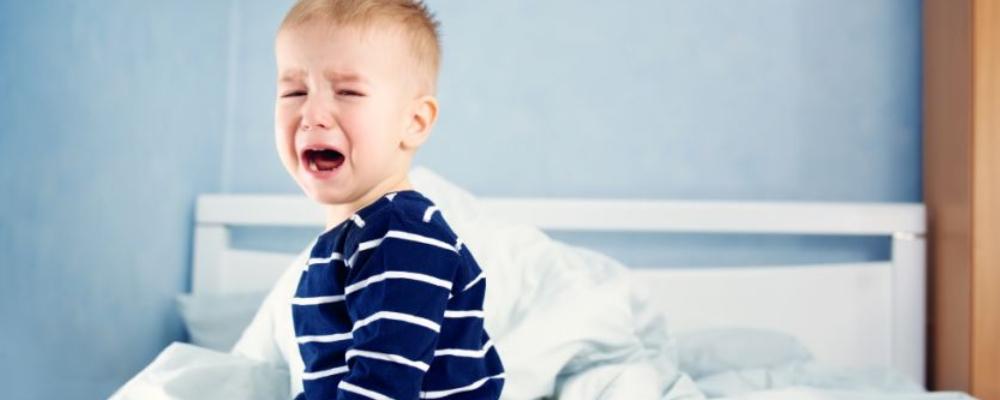 小孩尿床是怎么回事 小孩尿床的原因 小孩尿床怎么办