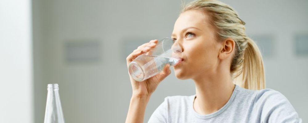 饭后做什么容易让人长胖 饭后怎么做有助减肥 为什么饭后立刻喝水会胖