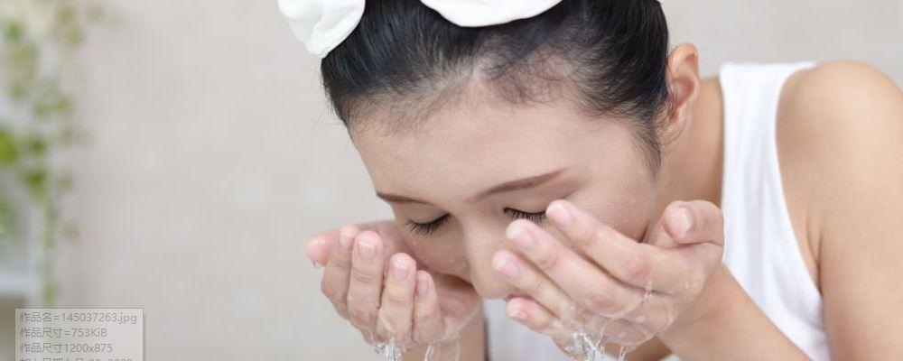 40岁的女性如何除皱的把戏很快就会消除皱纹