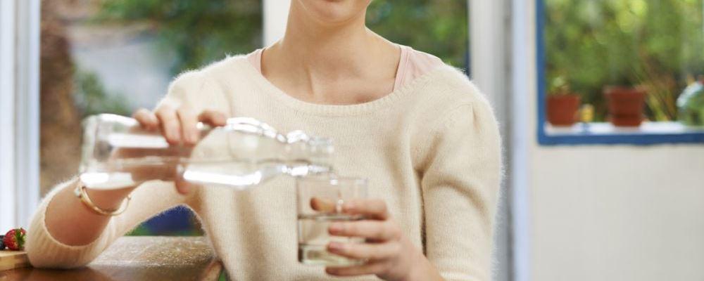 喝奶茶为什么不利于减肥 日常减肥喝什么饮料好 为什么喝绿茶可以减肥