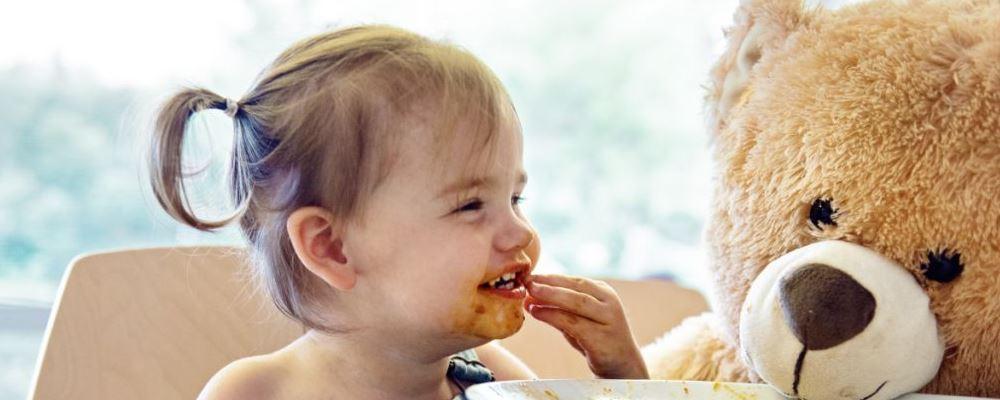 小儿头发稀少的原因有哪些 什么原因会导致小儿头发稀少 为什么小孩子会头发稀少