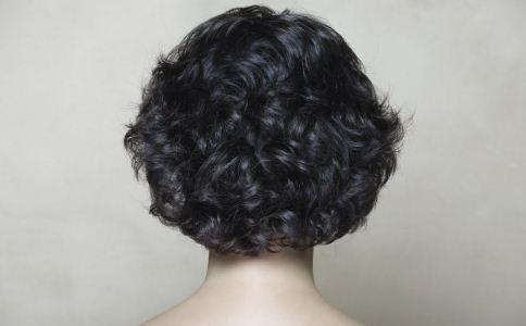 冬季秀发护理 头皮保健 头部按摩 头部穴位按摩
