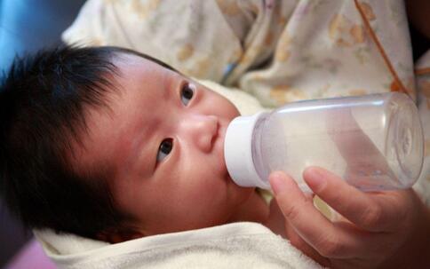 奶粉会引起湿疹吗 奶粉会导致湿疹吗 奶粉会不会引起湿疹