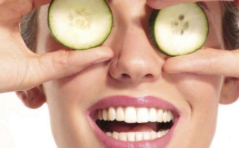 生活中有哪些方法去黑眼圈 黑眼圈怎么去除 去黑眼圈的方法有哪些