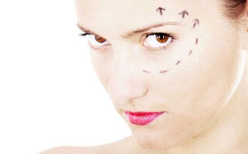 纹眼线的详细步骤是什么 纹眼线的详细步骤 纹眼线的详细步骤有哪