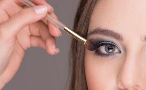 纹眼线有哪几种方法 纹眼线有什么方法 纹眼线的方法有哪些