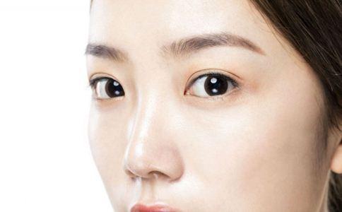 眼窝凹陷的原因 眼窝凹陷的原因是什么 为什么会眼窝凹陷