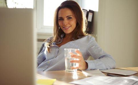 痰湿体质的人感冒了多喝水好吗 痰湿体质感冒可以喝水吗 痰湿体质