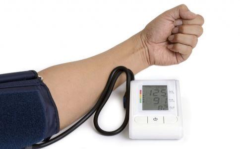 湿热体质伴有高血压用中药调理 湿热高血压如何调理 湿热高血压吃