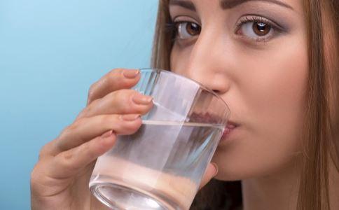 痰湿体质喝水就胖吗 喝水就胖是痰湿体质 痰湿是不是喝水就会发胖