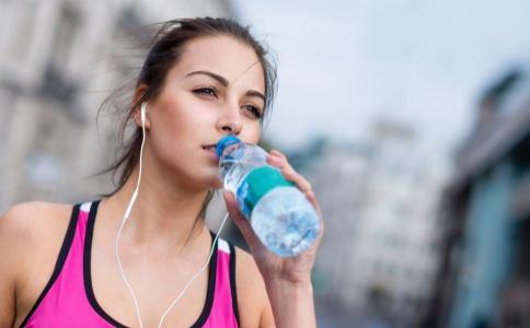 湿热体质多喝水有用吗 湿热体质要多喝水吗 湿热体质喝水