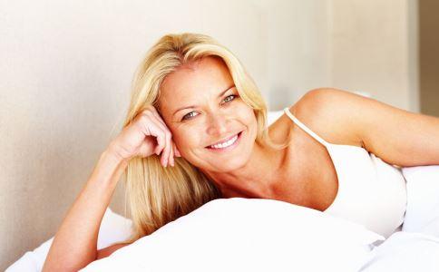 乳房胀痛是怎么回事 乳房胀痛原因 乳房胀痛