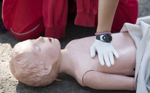 北京癫痫专家介绍癫痫的急救法则 癫痫发作该如何急救 癫痫患者日常的护理方法有哪些
