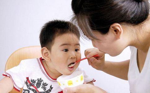 小儿抽搐一定是癫痫吗 小儿癫痫有什么症状 小儿抽搐与小儿癫痫有什么不同