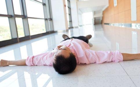 北京癫痫大发作的症状有哪些 癫痫发作的症状是什么 癫痫发作该如何急救
