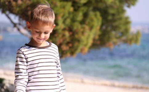 青少年白癜风的早期症状,白癜风早期治疗的好处,青少年白癜风的症状