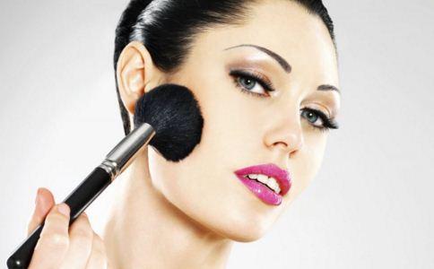 脸部白癜风可以化妆吗,脸部白癜风如何护理,脸部白癜风是怎么形成的