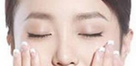 脸上出现白斑的原因是什么